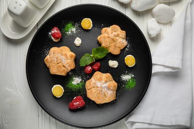 Ciasto profiteroles z kremem pistacjowym