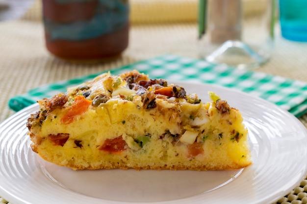 Ciasto sardynkowe z różnymi warzywami