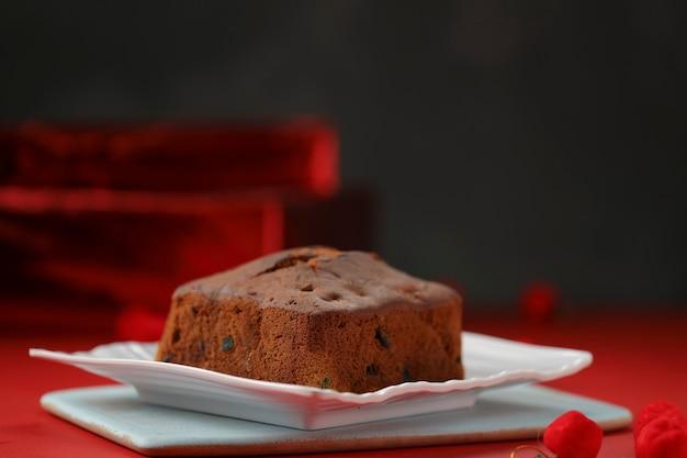 Ciasto śliwkowe domowe pyszne ciasto świąteczne z rodzynkami, orzechami nerkowca i suszonymi owocami