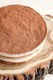 Ciasto tiramisu z kakao w proszku