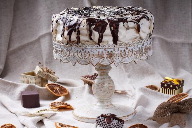 Ciasto w polewie czekoladowej. ciasta świąteczne i noworoczne, prezent