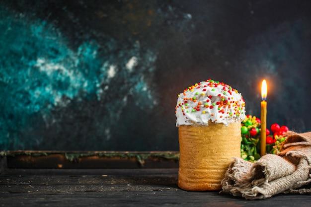 Ciasto wielkanocne i pisanki, koncepcja tradycyjnego menu wakacje