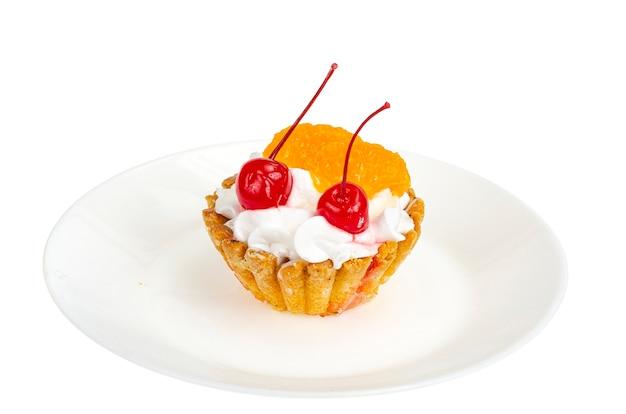 Ciasto z bitą śmietaną i owocami, berrie