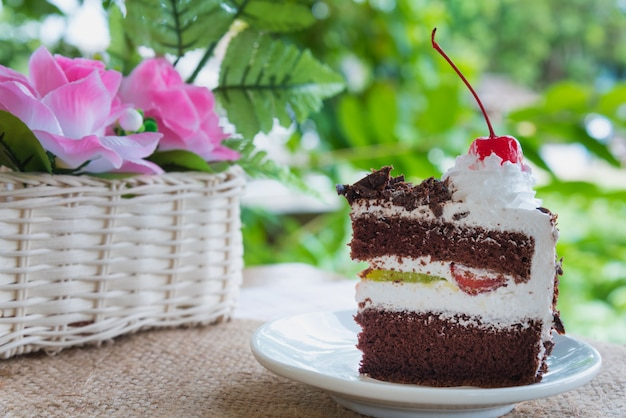 Ciasto z czarnego lasu zdobione