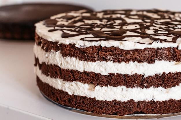 Ciasto z gorzką czekoladą wylewane z góry