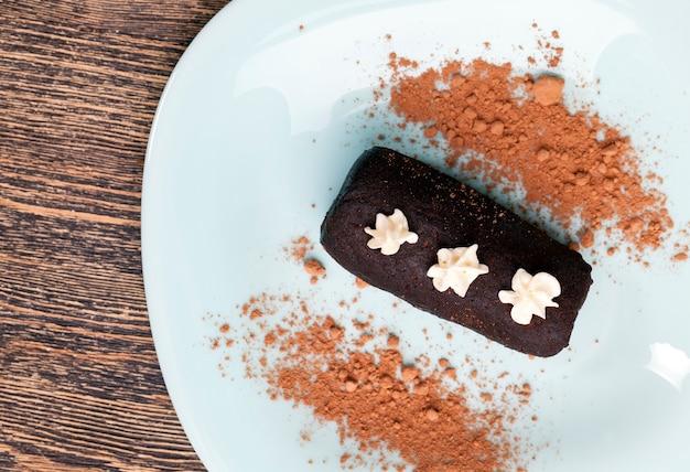 Ciasto z kakao i kremem maślanym
