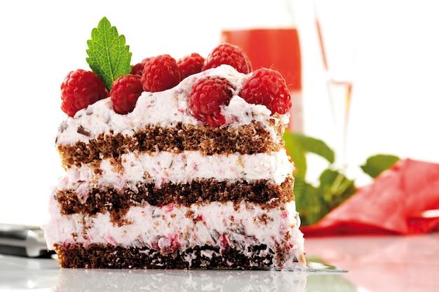 Ciasto z kremem malinowym, zbliżenie
