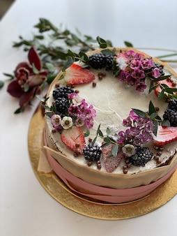 Ciasto z kwiatami, widok z góry