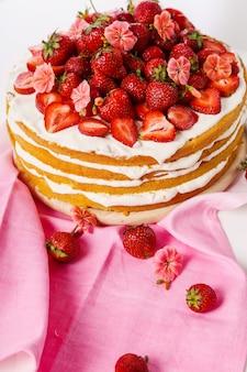 Ciasto z wiśniami i truskawkami