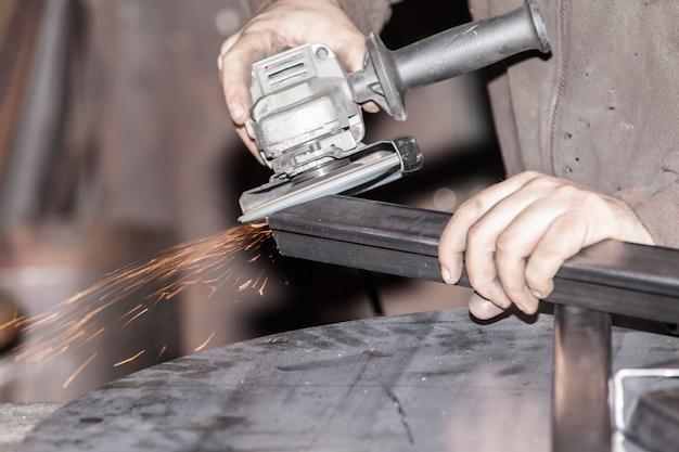 Cięcie i szlifowanie metalu