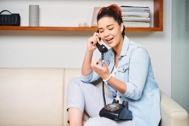 Ciekawa rozmowa przez telefon