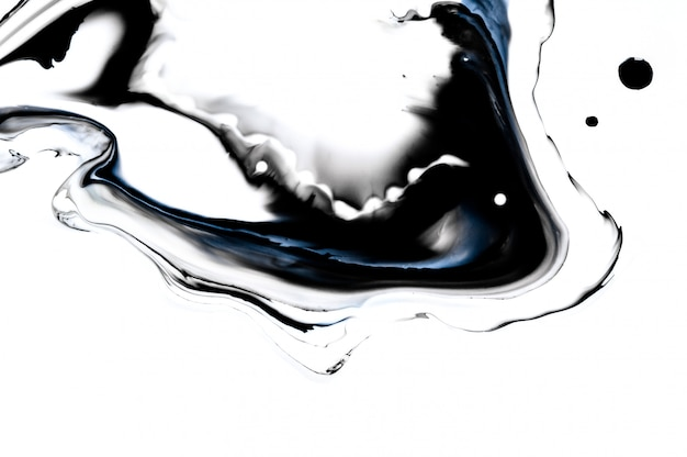 Ciekły czarny tusz w wodzie. efekt marmuru. kreatywne streszczenie artystyczny.