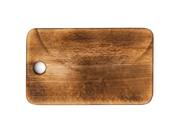 Ciemna drewniana deska do krojenia na białym tle