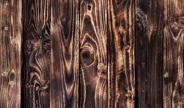 Ciemna drewniana powierzchnia