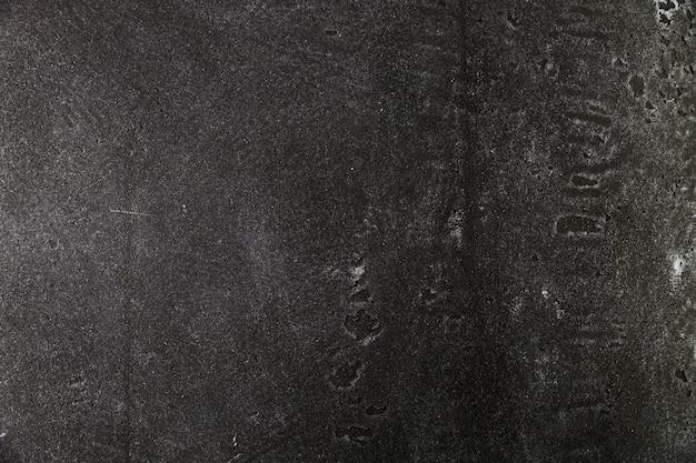 Ciemna, szorstka powierzchnia betonu