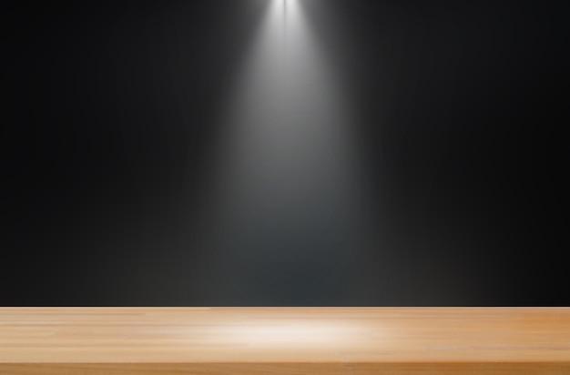 Ciemne tło z pojedynczym jasnym, gładkim drewnianym stołem produktowym