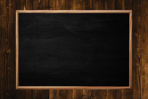 Ciemnobrązowa drewniana tekstura z naturalnym pasiastym deseniowym tłem