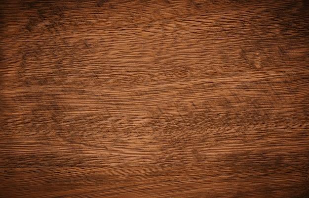 Ciemnobrązowy z pozostałościami tekstury drewniane tła czarnej farby.
