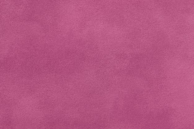 Ciemnoczerwony matowy zamszowy zbliżenie tkaniny.