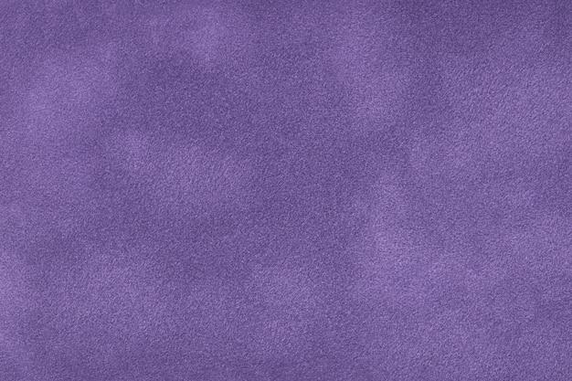 Ciemnofioletowe matowe tło zamszowej tkaniny