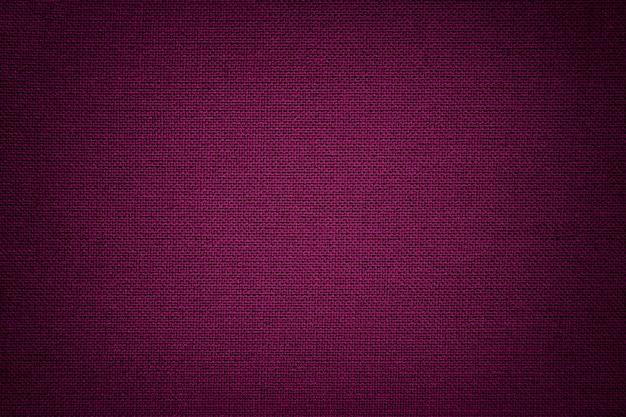Ciemnofioletowy materiał tekstylny, tkanina o naturalnej fakturze.