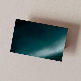 Ciemnoniebieska wizytówka oceanu z przestrzenią projektową