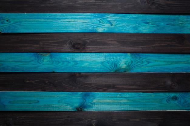 Ciemnoniebieskie drewno