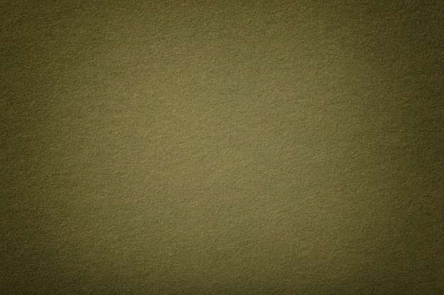 Ciemnozielony matowy zamszowy zbliżenie tkaniny. aksamitna faktura filcu.