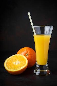 Ciemny naturalny pomarańczowy owoc