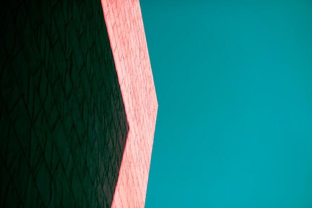 Cień stworzony z boku budynku