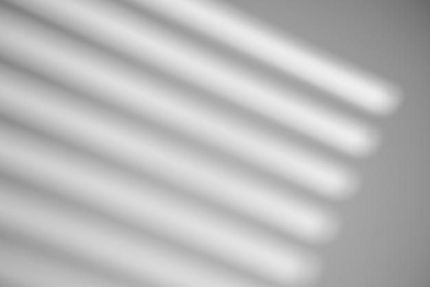 Cień z okna na białej ścianie przy słonecznej pogodzie z jasnym światłem. efekt nakładki cienia na zdjęcie.