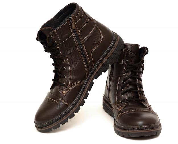 Ciepłe buty z futrem w środku, brązowy kolor, na białym tle