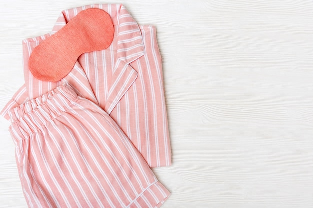 Ciepły różowy zestaw do spania.