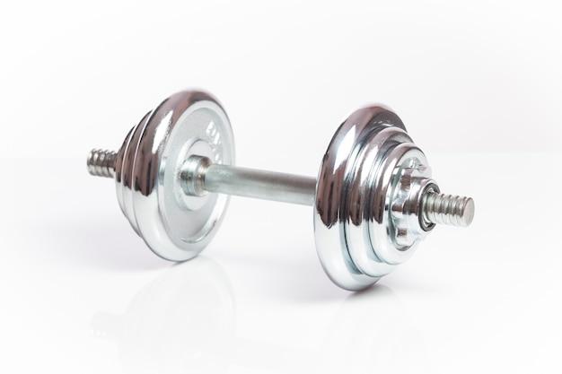 Ciężary hantle sprzęt do ćwiczeń fitness na białym tle.