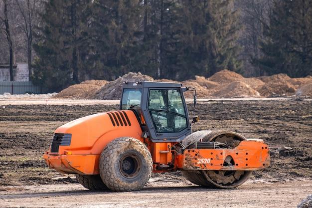Ciężkie maszyny przemysłowe zbuduj drogę