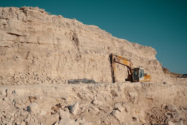 Ciężkie maszyny w kamieniołomach