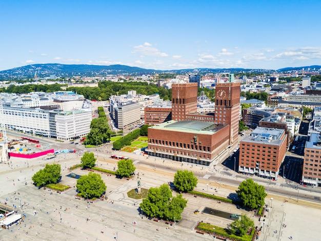 City hall lub radhus w oslo, norwegia