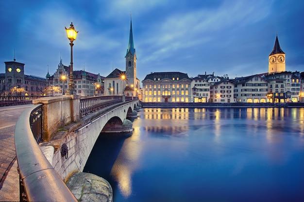 Cityscape nocy zurych, szwajcaria