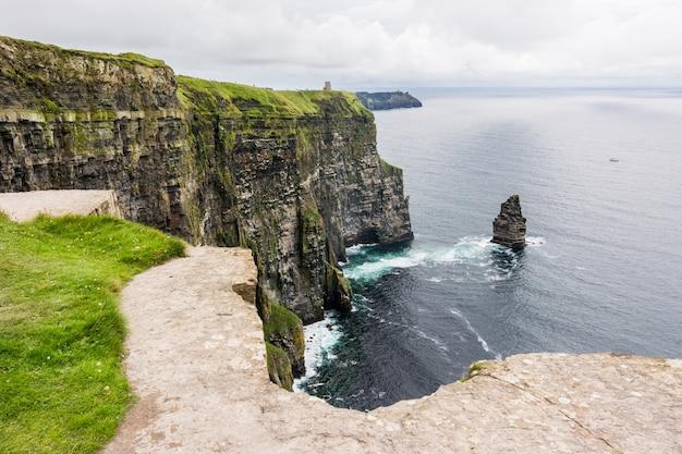Cliffs of moher w irlandii