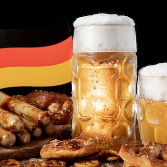 Close-up bawarskie przekąski z niemiecką flagą