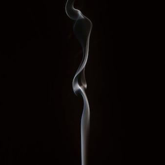 Close-up dymu mieszając na czarnym tle