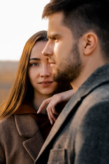 Close-up mężczyzna i kobieta pozowanie