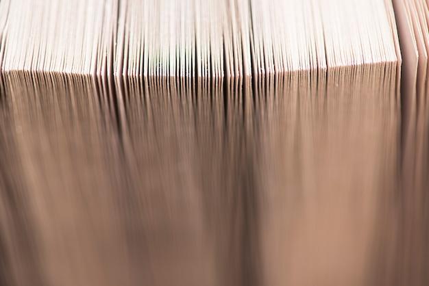 Close-up na stronach książki