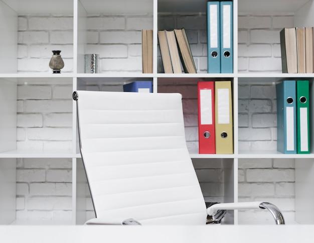 Close-up nowoczesne minimalistyczne biurko
