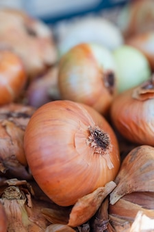 Close-up organiczne małe cebule