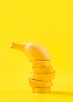 Close-up organiczny pokrojony banan