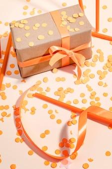 Close-up owinięte pudełko na stole