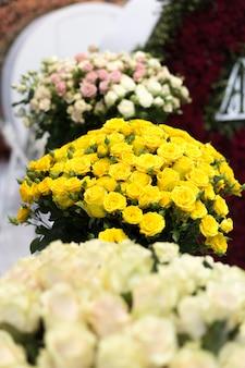 Close-up piękny bukiet żółtych róż flower-show