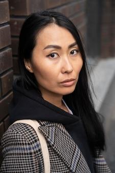 Close-up piękny model azjatycki pozowanie