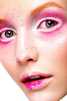 Close-up portret młodej pięknej dziewczyny